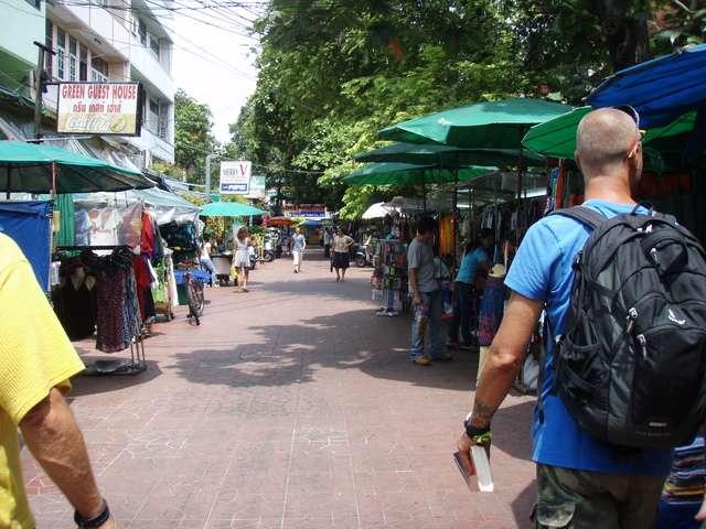 durch Seitenstraßen zur Khaosan Road